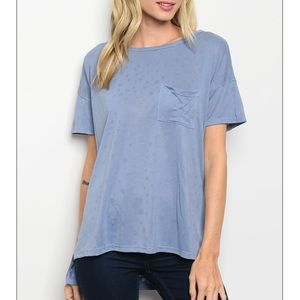 Blue Short sleeve scoop neck pocket tee.